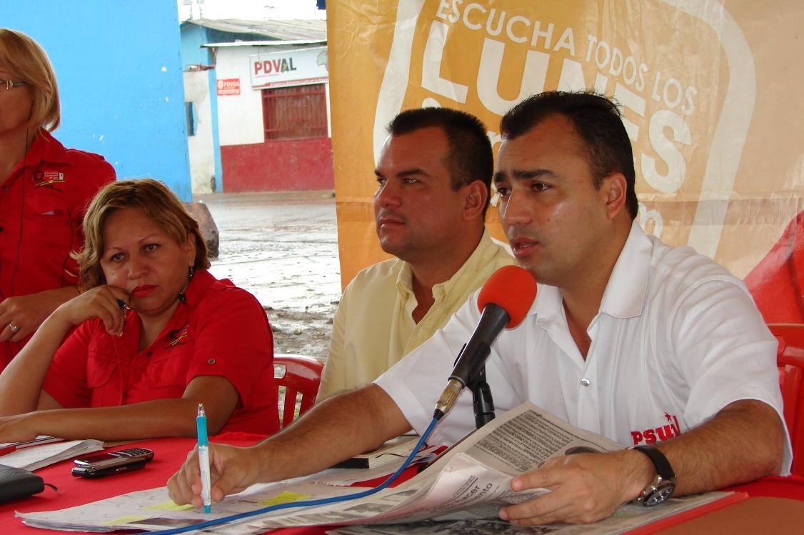 """El alcalde Muñiz después de su programa radial """"Conversando con Gustavo"""" realizó inauguración de la Cancha."""