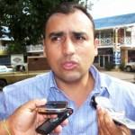 El alcalde Gustavo Muñiz al dar las declaraciones.