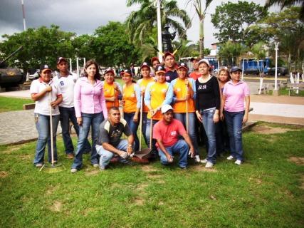 La Fundación Social y el CMDNA  limpiaron Plaza del Ejército