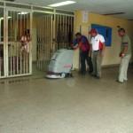 La Máquina de limpieza de la Alcaldía se utilizó en los pisos del centro de Salud