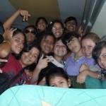 Los jóvenes muy contentos por el viaje al municipio Cedeño.