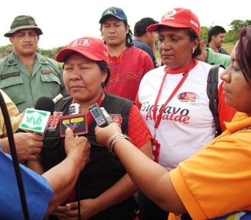 La Ministra Nicia Maldonada al momento de ser entrevistada por los Medios de Comunicación en El Manteco