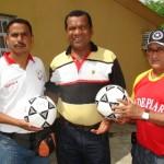 Deportistas recibieron balones de futbol
