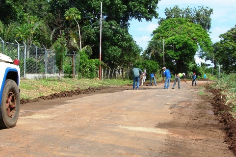 La Cuadrilla realiza el mantenimiento previo a la colocación de asfalto