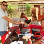 El alcalde Muñiz aprovechó a renovar su cédula de identidad.