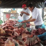 Además de hortalizas y legumbres el Mercado Campesino expende carne de res y cochino.