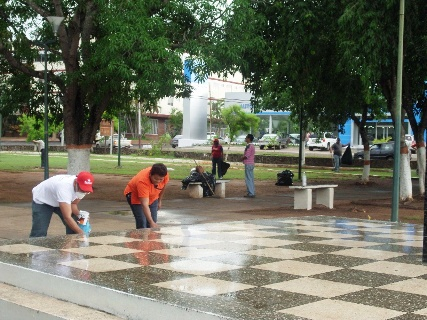 Funcionarios de la Alcaldía de Piar recuperan espacios para vida