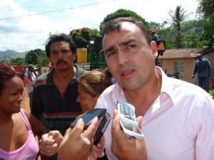 """Alcalde Gustavo Muñiz """"los vecinos están haciendo contraloría social y el asfalto es de buena calidad"""""""