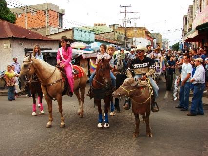 Una cabalgata recorrió las calles de Upata hasta El Parque Ferial.