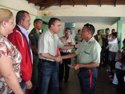 El alcalde Gustavo Muñiz hizo entrega de créditos a Policías de Piar
