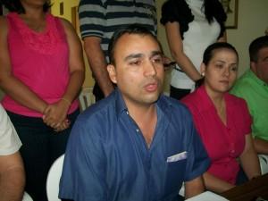 El alcalde Gustavo Muñiz dando respuestas.