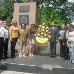 El alcalde Gustavo Muñiz y su tren ejecutivo en la Ofrenda Floral