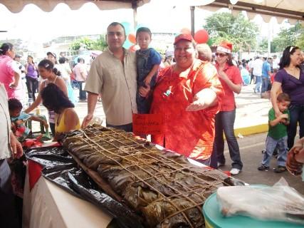 Casa Alimentaria Tavera Acosta ganadora de la hallaca mas grande 1.65, de largo 50 de ancho con 80 kilos.