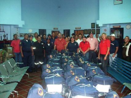 Alcalde Muñiz felicitó a los funcionarios por su destacada labor