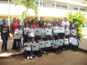 """Niños de segundo grado de la Escuela Julia de Bolívar de Upata agradecieron al presidente Chávez """"gracias Presidente""""."""