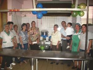 El alcalde Gustavo Muñiz hizo entrega formalmente de  la cocina industrial con los nuevos utensilios.