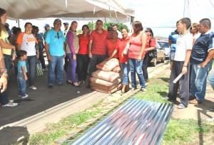 Consejo Comunal de Manuel Carlos Piar recibieron materiales para construcción de área y venta de gas comunal