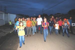 El alcalde Muñiz junto a los habitantes de Bicentenario II  realizó recorrido por las calles.