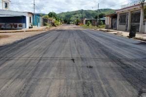 El asfaltado arrancó por una de las calles más transitada por la ruta de transporte público en Coviaguard.